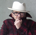 ElvisCostello_b